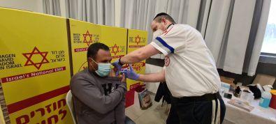 מגן דוד אדום יחל בשני בפרויקט חיסון הפועלים הפלסטינים